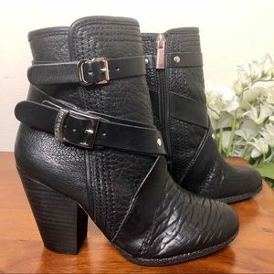 Vince Camuto Hailey Black Leather Ankle Boots SZ 5